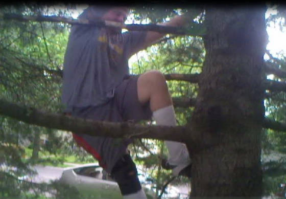 hans_climbing_tree_for_racket_2013_01.jpg